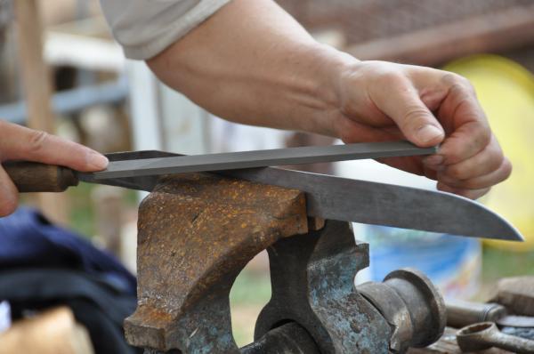 Préparation de la lame pour la trempe à la lime