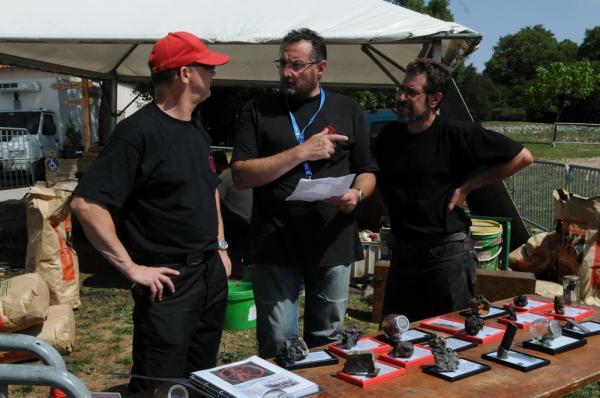 Préparation du stand du K12 : Georges Issert Tabardel, Alain Aygalenq et Jean-Marie Catugno