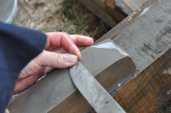 Préparation de la lame pour la trempe : dégrossissage de la pointe