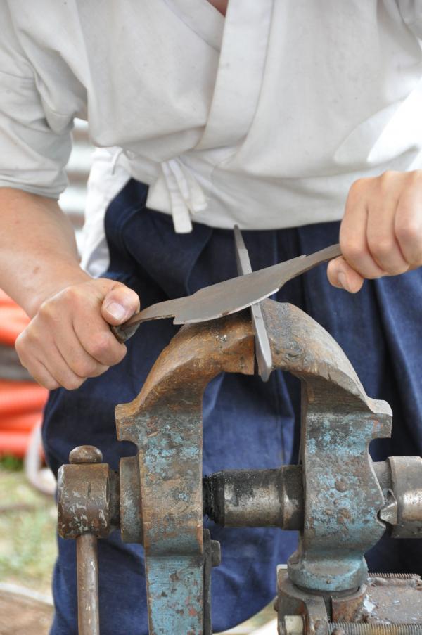Préparation du dos de la lame pour la trempe au sen