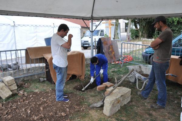 Préparation du sol pour le foyer de forge